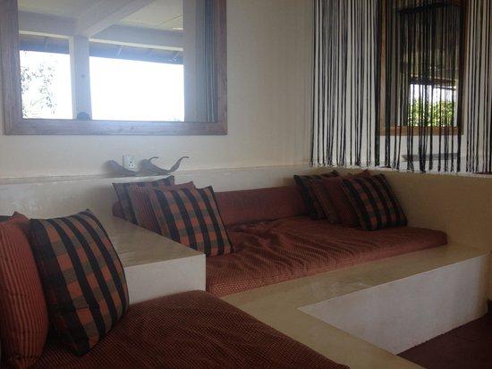 Kalla Bongo Lake Resort : Day beds for relaxing