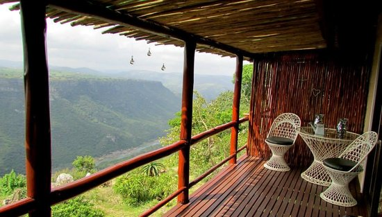 Leopard Rock Lookout Chalets & Coffee Shop/Restaurant: wooden deck of the honeymoon chalet