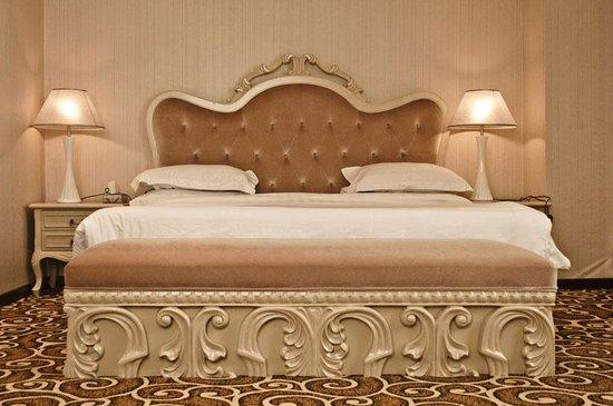 Ambassador Hotel: vip bed