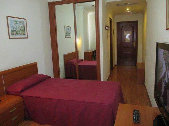 Hotel Avenida de Canarias : Habitación
