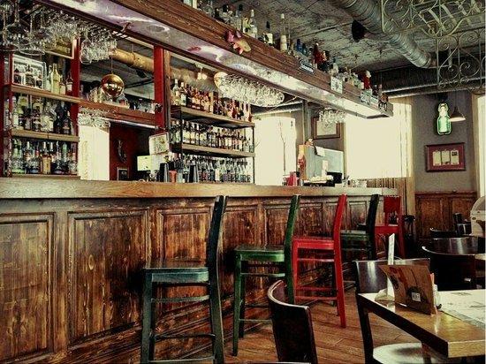 Dudki Bar: Барная стойка, 2 этаж