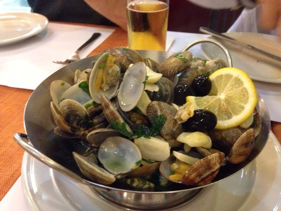 Ou Mun Cafe: Clams in white wine