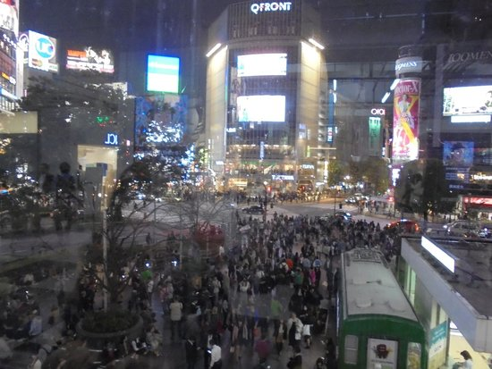 Shibuya Tobu Hotel: The famous Shibuya crossing with Starbucks opposite.