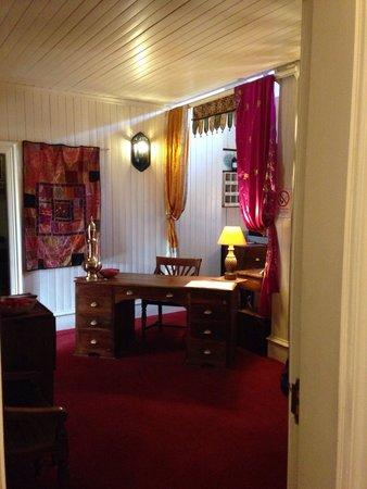 The Original Raj Hotel : Quirky reception