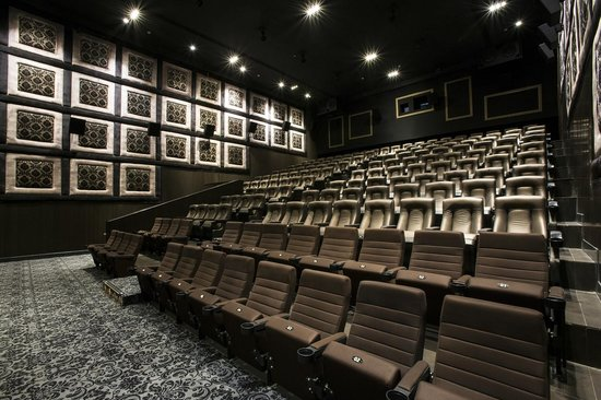 screens at luxe picture of luxe cinemas chennai madras. Black Bedroom Furniture Sets. Home Design Ideas