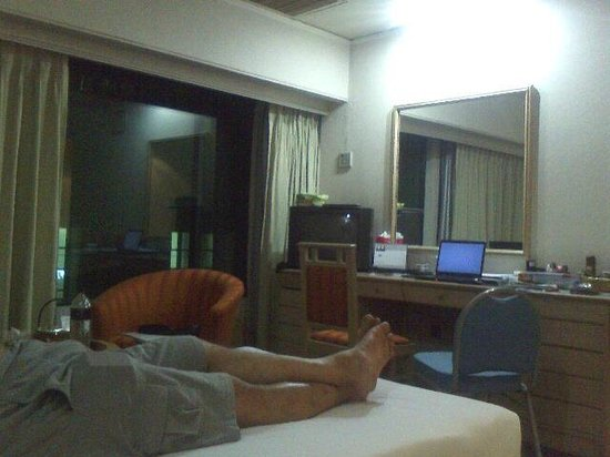 Hotel Orchard Plaza : Room