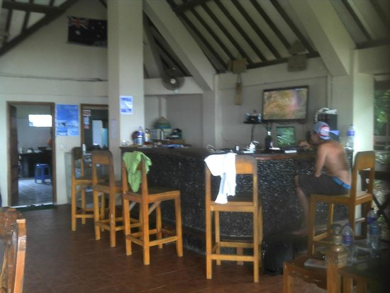 Damai Bungalows: Bar