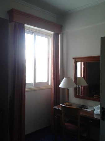 Castelli Hotel: Only one small window at executive room