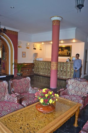 Razagyo Hotel : Lobby area nicely furnished