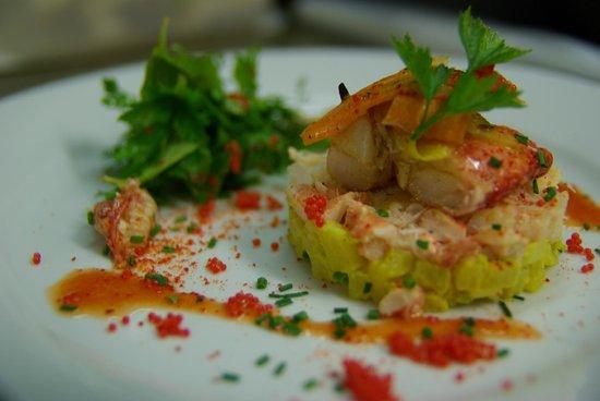 Restaurant Lea : Rémoulade de pommes de terre safranées et pinces de homard