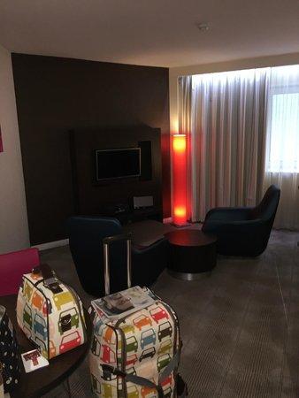 Novotel Sheffield Centre : Living Area (Suite)