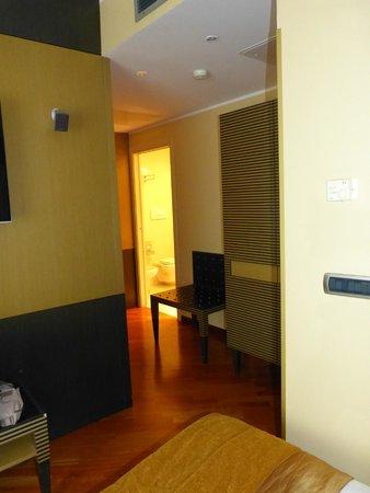 Hotel Dei Cavalieri: Corredor quarto/banheiro