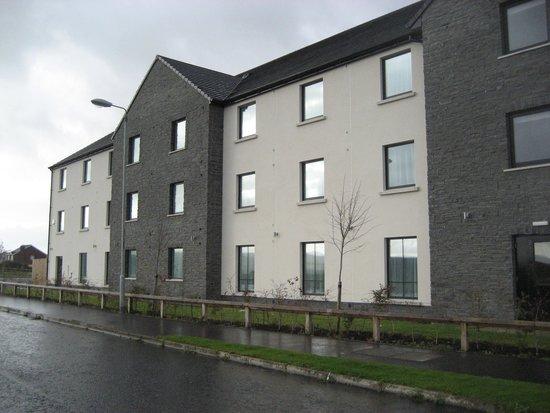 Premier Inn Derry / Londonderry Hotel: Around the back