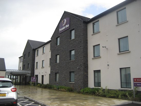 Premier Inn Derry / Londonderry Hotel: To entrance