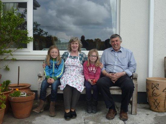 Faul House: Kathleen, Michael, Yasmin und Tina