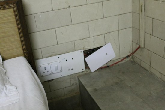 Asian Guest House: Open wiring