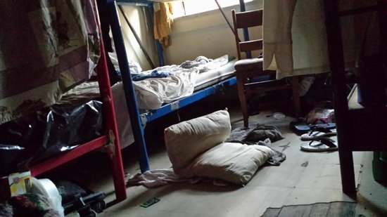 American Backpackers Hostel: This is the room where i tried to sleep