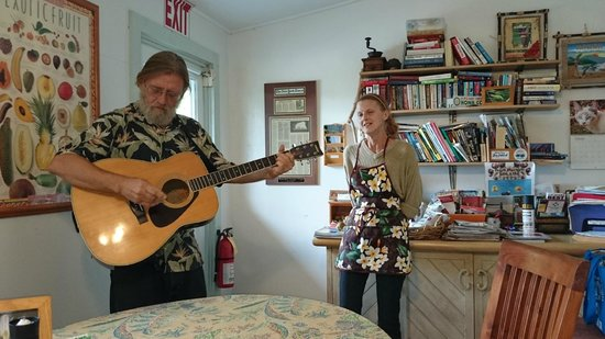 """Pomaika'i """"Lucky"""" Farm B&B: Concert given by Johnsie and JP after breakfast"""