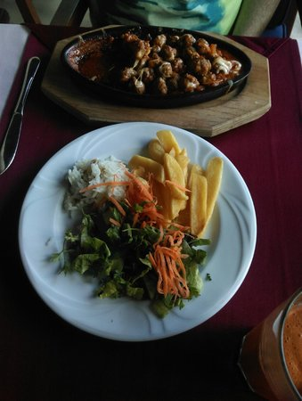 Captain Hook's Seafood Restaurant: sizzing chicken
