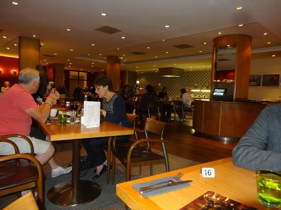 Holiday Inn London-Gatwick Airport: The dining room