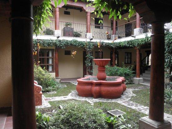 Hotel Los Pasos : Patio interno desde la habitación