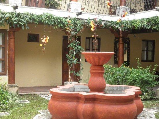 Hotel Los Pasos : Patio interno