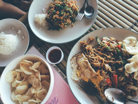 Gili Air Santay Restaurant: Urap Urap, Mie Goreng and Krupuk