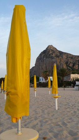 Residence Baglio del Sole : Spiaggia di san Vito e Monte Monaco