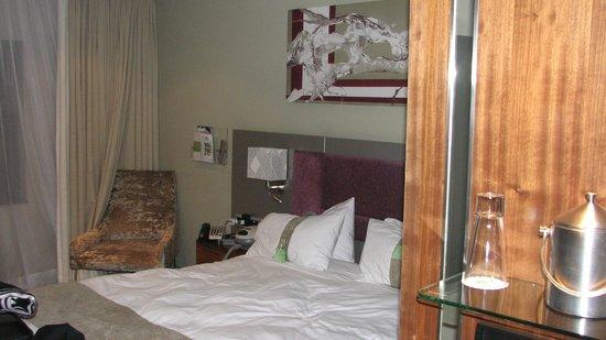 Holiday Inn Johannesburg-Rosebank: Room