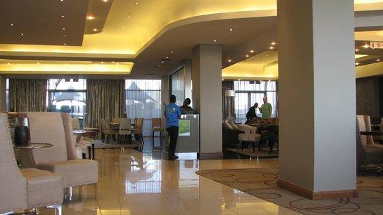 Holiday Inn Johannesburg-Rosebank: Lobby