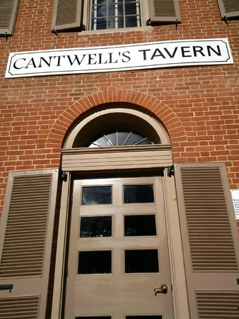 Cantwell's Tavern: entrance