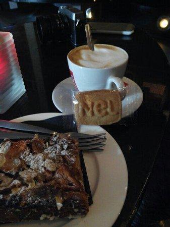 Brasserie NeL: Café y tarta de manzana .....un momento muy romantico