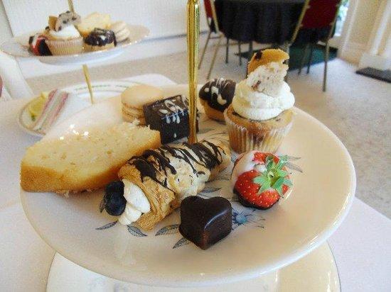 The Grimscote Manor Hotel: cream/chocolate treats