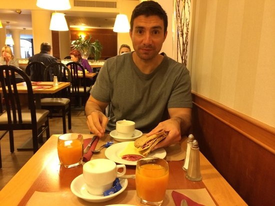 Aparthotel Castelnou: Excelente desayuno