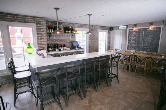 124 on Queen Hotel and Spa: Treadwells  Wine Bar