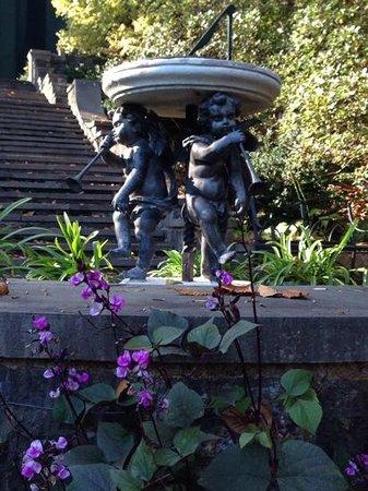 Winterthur Museum, Garden & Library: gardens near house