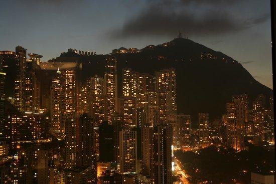 Island Shangri-La Hong Kong: Вид из окна