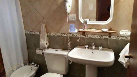 Hosteria Kau Kaleshen : Banheiro