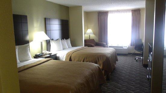 Quality Suites: 2 Queen Suite