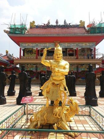 Temple - Picture of Anek Kuson Sala (Viharnra Sien), Pattaya - TripAdvisor