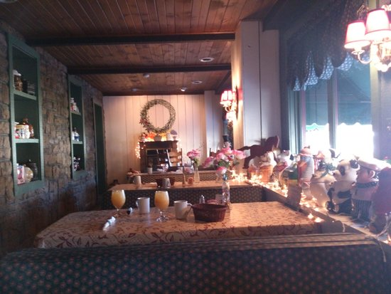 Laughlintown, Pensilvanya: One of the dining areas in main Inn