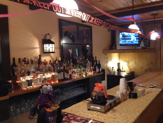 Laughlintown, Pensilvanya: Fully stocked bar.