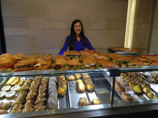 Finisterrae: Emanuela with her beautiful smile is ready to serve you