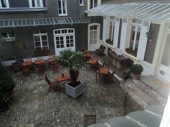 Chambres d'Hotes les Terrasses de l'Enclos: View from our room