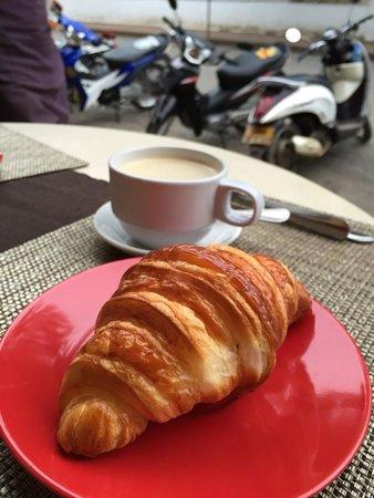 Le Banneton Cafe: Best croissant in town!