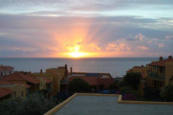 La Caleta: Sicht aus Zimmer . Zimmer liegen alle in Richtung Meer nicht zur Straßenseite.
