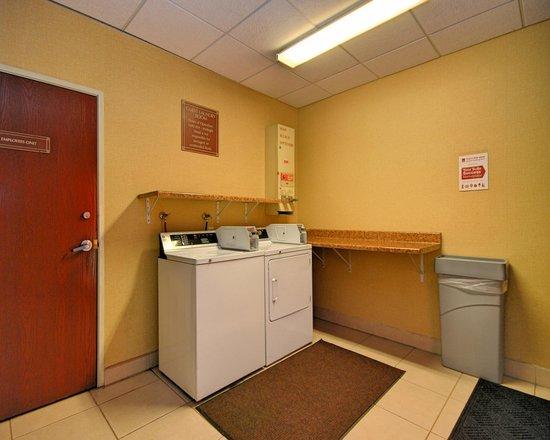 Comfort Suites: Guest Laundry