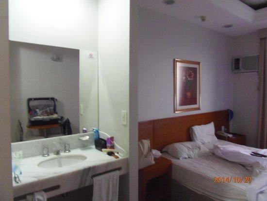 Hotel Di Giulio: quarto c/lavatório