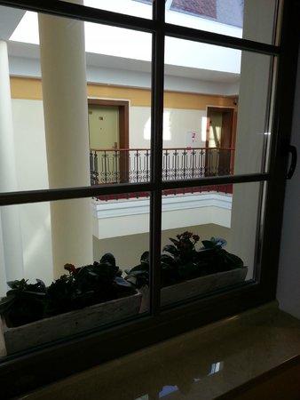 Artis Centrum Hotels : Внутренний крытый дворик в отеле