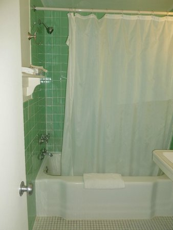 Mariner Motel: clean with basic toiletries (shampoo, soap, conditioner) provided